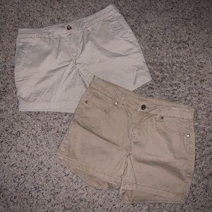 ✨ Bundle of two khaki shorts